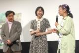 アニメーション映画『この世界の片隅に』完成披露試写会に出席した(左から)片渕須直氏、のん、こうの史代氏 (C)ORICON NewS inc.