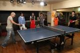 フジテレビ系バラエティー『ダウンタウンなう SP』で水谷隼(右端)と卓球をする松本人志(左端) (C)フジテレビ