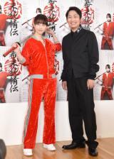 松井玲奈(左)は赤ジャージの役衣装で出席 (C)ORICON NewS inc.