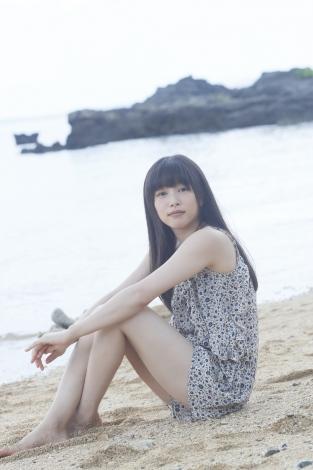 裸足砂浜桜井日奈子