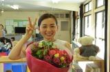 テレビ朝日系ドラマ『はじめまして、愛しています。』笑顔でクランクアップを迎えた尾野真千子(C)テレビ朝日