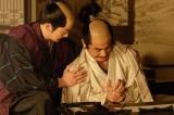NHK大河ドラマ『真田丸』第35回より。味方を増やすため、全国に書状を届けようと動く刑部と三成