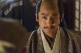 NHK大河ドラマ『真田丸』第25回より。刑部たちから秀吉の命を伝えられる利休は…