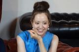 クイズ番組『ヨルスパ!クイズTHEデート〜芸能人の秘恋愛術〜』に出演する春香クリスティーン(C)カンテレ