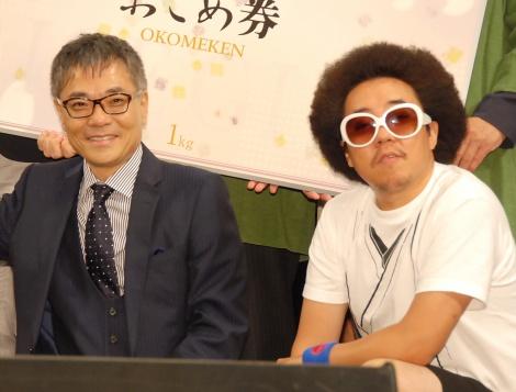 『第9回したまちコメディ映画祭』のクロージングセレモニーに登場した(左から)いとうせいこう、レキシ (C)ORICON NewS inc.
