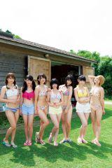 『月刊ヤングマガジン』10号の巻末グラビアに登場したSUPER☆GiRLS(c)Takeo Dec./ヤングマガジン