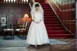 ドレス丈が少し短めな理由にも物語が。伏線は第1週から描かれます!(C)NHK