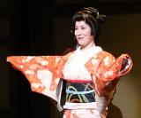 主演舞台『雪まろげ』でコミカル芸者を演じきった高畑淳子