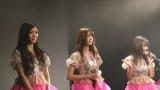 夢みるアドレセンスがライブでアルバム発売延期を発表(左から小林れい、志田友美、荻野可鈴)