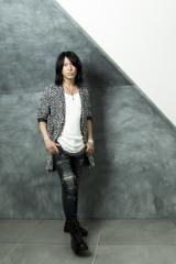 初のソロギターアルバムを発表するGLAYのTAKURO