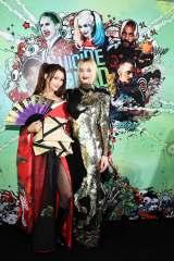 映画『スーサイド・スクワッド』のワールドプレミアで対面した(左から)ダレノガレ明美、ハーレイ・クインを演じたマーゴット・ロビー
