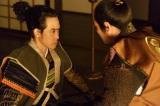 NHK大河ドラマ『真田丸』第36回より。真田の離反を家康に伝える信幸(C)NHK