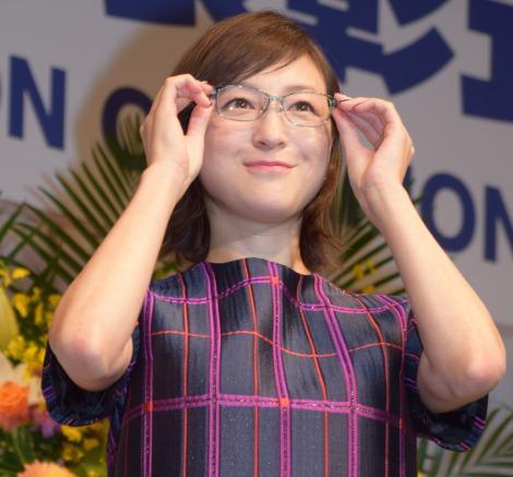 メガネをかける広末涼子