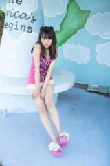 16歳らしい等身大の姿を披露=大友花恋1st写真集『Karen』(東京ニュース通信社)より