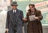(左から)コリン・ファース、ジュード・ロウ (C) Genius Film Productions Limited 2015 ALL RIGHTS RESERVED.