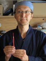 日本初の鉛筆彫刻家として活動している山崎利幸さん