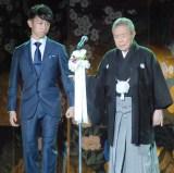 『芸道五十五周年「感謝の宴」』でお孫さん(左)と共に登壇した北島三郎 (C)ORICON NewS inc.