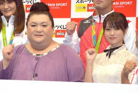 『スポーツくじ toto・BIG』の感謝イベントに出席した(左から)マツコ・デラックス、深田恭子 (C)ORICON NewS inc.