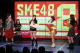 10月4日に行われた8周年記念トークショーは大久保佳代子(左)がゲスト(C)AKS