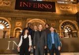 映画『インフェルノ』の会見に出席した(前列左から)フェリシティ・ジョーンズ、トム・ハンクス、ロン・ハワード監督(後列左から)オマール・シー、原作者のダン・ブラウン、イルファン・カーン