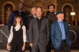 (前列左から)フェリシティ・ジョーンズ、トム・ハンクス、ロン・ハワード監督(後列左から)オマール・シー、原作者のダン・ブラウン、イルファン・カーン