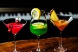 お酒の席で使える英語フレーズを5つ紹介。覚えておくと役に立つだろう