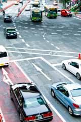もし交差点で事故に遭遇したら…どのような自動車保険が役立つのか?