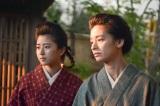 NHK総合で10月15日放送、土曜ドラマ『夏目漱石の妻』最終回「たたかう夫婦」より。鏡子(尾野真千子)といとこの山田房子(黒島結菜)(C)NHK