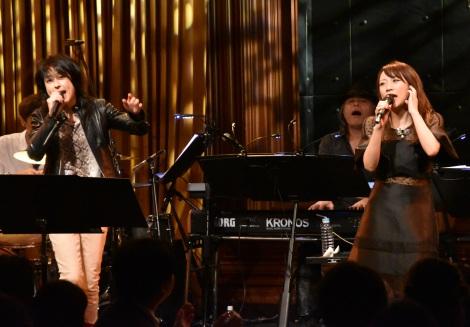 ファーストソロアルバム『愛してもいいですか?』リリース記念ライブに出演した(左から)岸谷香、高橋みなみ (C)ORICON NewS inc.