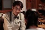 第3回より。神戸の靴屋「あさや」の店主、麻田(市村正親)から「思いを込めたら必ず伝わる」と教わるすみれ(C)NHK