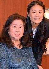 『チャンスの波に乗りなさい』刊行記念母娘トークイベントを開催した澤穂希さん(右)と母の澤満壽子(まいこ)さん (C)ORICON NewS inc.