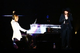 YOSHIKI(左)とHYDE、一夜限りのスペシャルユニットが実現(Photo:VISUAL JAPAN SUMMIT 2016 Powered by Rakuten)