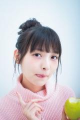 『ミラクルジャンプ』11月号グラビアでキュートな表情を見せる上坂すみれ (C)桑島智輝/週刊ヤングジャンプ