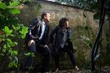 『インフェルノ』で共演する(左から)トム・ハンクス、フェリシティ・ジョーンズ。これまでのシリーズ以上に親密なパートナーとなった2人が、協力して難解な謎に挑む