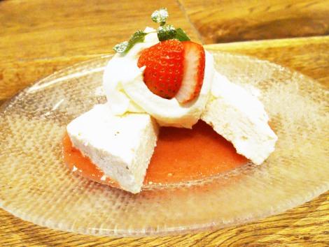 """北海道の味覚満載!ブランドいちご""""すずあかね""""とクリームチーズを使った手作りアイスクリーム (C)oricon ME inc."""