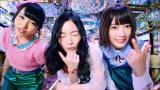 AKB48の46thシングル「ハイテンション」MVに出演する(左から)向井地美音、松井珠理奈、宮脇咲良