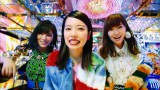 AKB48の46thシングル「ハイテンション」MVに出演する(左から)山本彩、島崎遥香、指原莉乃