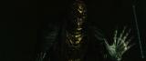 身長189cmの金色の体に6本の指を持つ巨大な死神・ベポ。松坂桃李が死神の声に初挑戦。(C)大場つぐみ・小畑健/集英社(C)2016「DEATH NOTE」FILM PARTNERS
