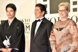 (左から)松山ケンイチ、安倍晋三首相、メリル・ストリープ(C)ORICON NewS inc.