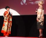 『第29回 東京国際映画祭(TIFF)』オープニングセレモニーに出席した(左から)メリル・ストリープ、黒木華 (C)ORICON NewS inc