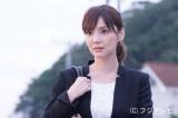 �驤黶i桐谷健太)が姿を消し、混乱する婚約者の梓(倉科カナ)