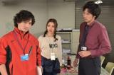 『地味にスゴイ!校閲ガール・河野悦子』で21年ぶりに日本テレビのドラマに出演する安藤政信(左) (C)日本テレビ