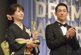 『東京ドラマアウォード2016』で3冠を獲得した『あさが来た』に出演していた(左から)波瑠、ディーン・フジオカ (C)ORICON NewS inc.