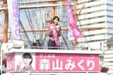 女性議員候補に扮した新垣結衣 (C)TBS