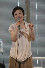 新曲「さみしいときは恋歌を歌って/恋に落ちる」CD購入者イベントを開催したクミコ