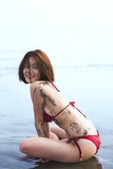 ビーチでの水着ショットも=筧美和子 写真集『Parallel』