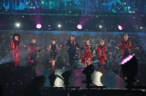 『AAA Special Live 2016 in Dome -FANTASTIC OVER-』の最終公演を行ったAAA(左から)日高光啓、與真司郎、伊藤千晃、西島隆弘、宇野実彩子、末吉秀太、浦田直也