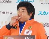 火星に持っていったというサンドイッチを食すロバート・秋山竜次 (C)ORICON NewS inc.