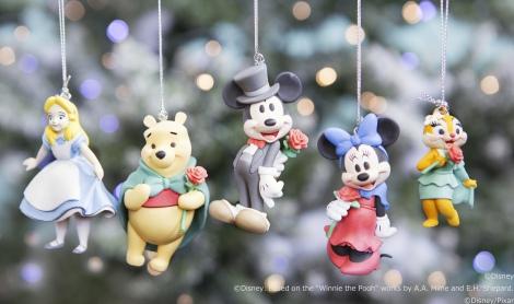 おそろいの赤いバラを持っているのに注目!Happyくじの『Disney クリスマス オーナメント 2016』が今年も登場