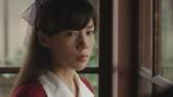 そこで美しい女性・早苗(仲里依紗)と出会う(C)NHK